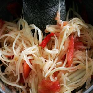 vegan som tam (thai papaya salad)